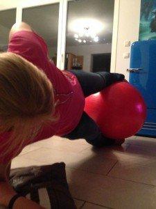 Claudi gives it a TRI - Ballgymnastik