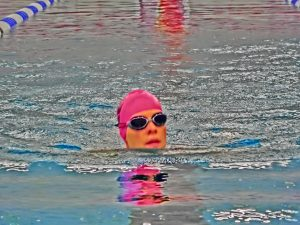 Claudi gives it a TRI - Brustschwimmen