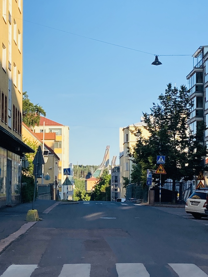 Blick durch die Häuserschluchten von Lahti