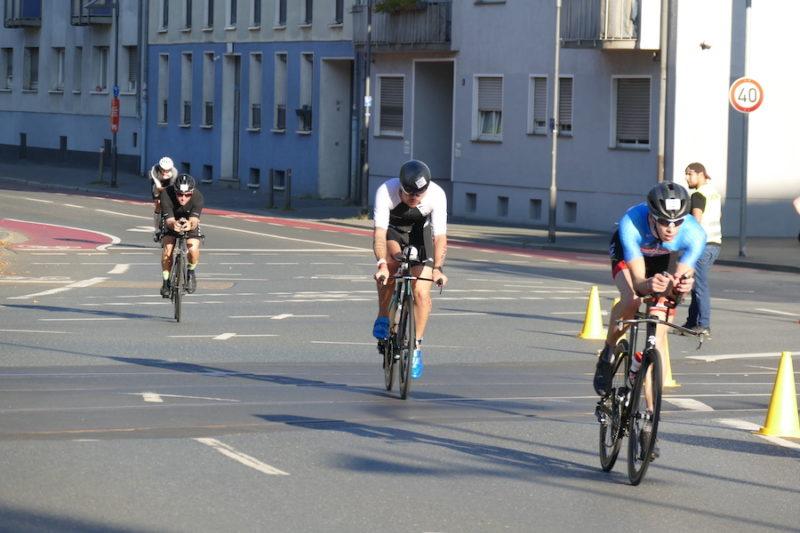 Radfahrer beim IRONMAN Frankfurt 2021